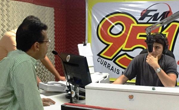 """Luciano Santos foi o entrevistado desta sexta-feira na 95 FM; programa """"Frente a Frente"""" com Jota Dantas"""