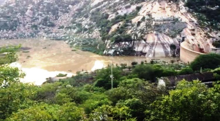 VÍDEO: Gargalheiras amanhece recebendo boa quantidade de água