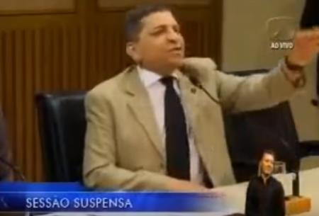 """VÍDEO: Vereador Luiz Almir chama professores de """"besta"""" durante sessão em Natal"""