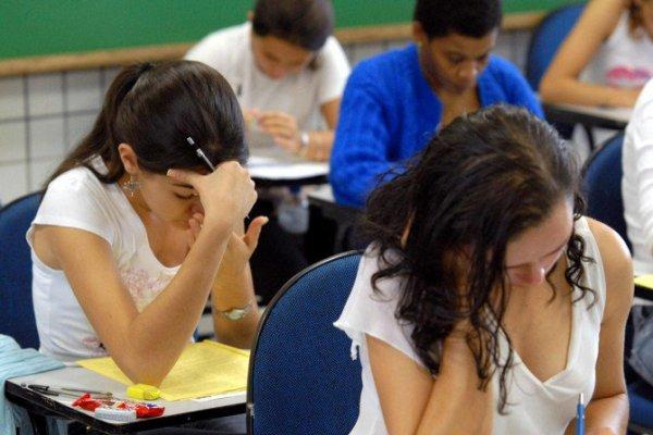 Hora do Enem: estudantes sem internet têm até hoje para pedir vaga em simulado
