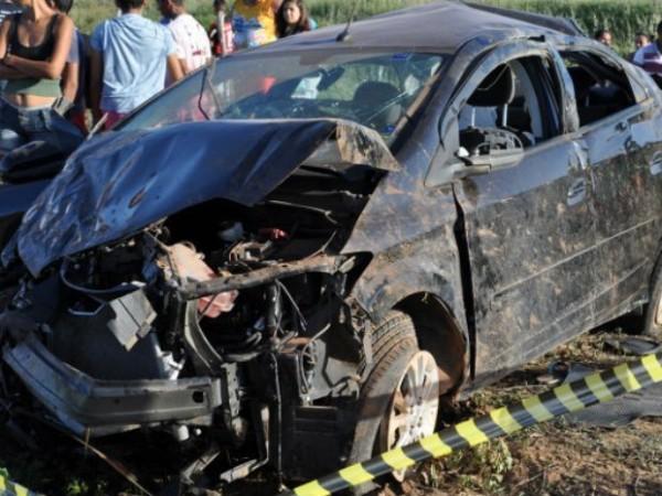 Três jovens morrem em acidente na BR-406 em Guamaré, RN