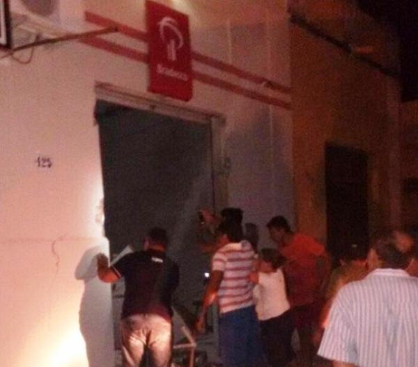 Bandidos explodiram caixa eletrônico em São João do Sabugi