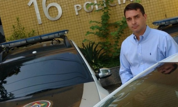 Filho de Jair Bolsonaro troca tiros na Barra da Tijuca