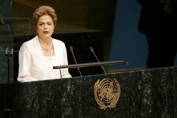 Nos EUA, Dilma deve denunciar processo para tirá-la da Presidência