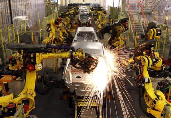 Produção industrial cai em 11 dos 14 locais pesquisados, diz IBGE