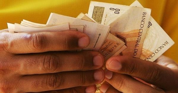 Nota: Governo do RN não garante salários dos servidores em dia