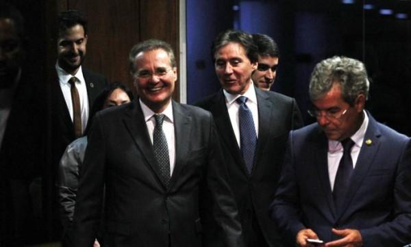 Senado lê a autorização da Câmara para abertura de impeachment