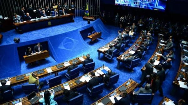 Senado retira educação de PEC sobre despesas de estados e municípios