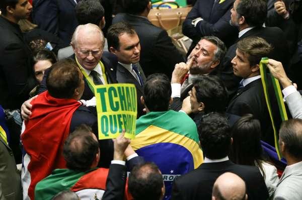EDITORIAL: Cenário político nacional provoca mudanças no RN