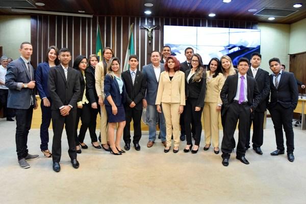 Presidente da Assembleia prestigia 1ª sessão ordinária do Parlamento Jovem
