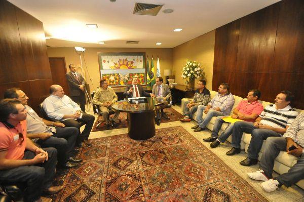 Ezequiel Ferreira media pleitos de pescadores de águas interiores junto ao Governador