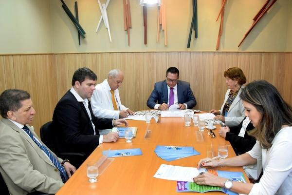 Presidente da Assembleia aproxima Legislativo Estadual do Municipal via Educação