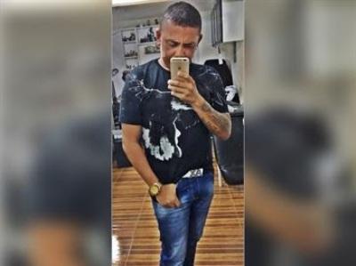 Locutor é morto a facadas durante festa de emancipação em praça, na Paraíba
