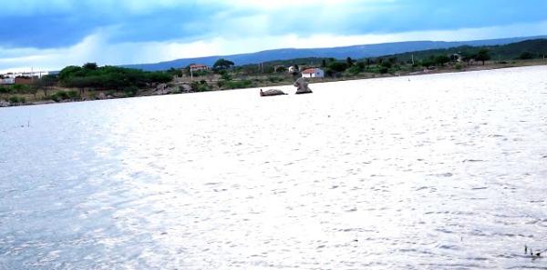 Pedra próximo ao afogamento (Foto: Blog Repórter Seridó)