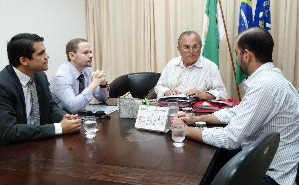 Prefeito recebe visita de representante da Superintendência do Banco do Brasil