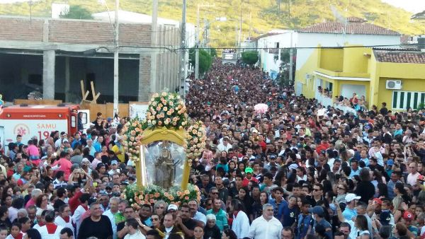 Procissão de Santa Rita supera expectativas e reúne 70 mil pessoas em Santa Cruz