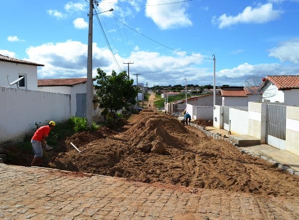 SÃO VICENTE: Prefeitura inicia pavimentação de mais uma rua