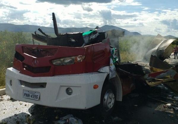 Quadrilha explode carro-forte no Ceará e foge com dinheiro