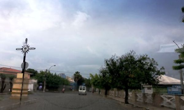 Manhã de quarta-feira com chuva em Caicó