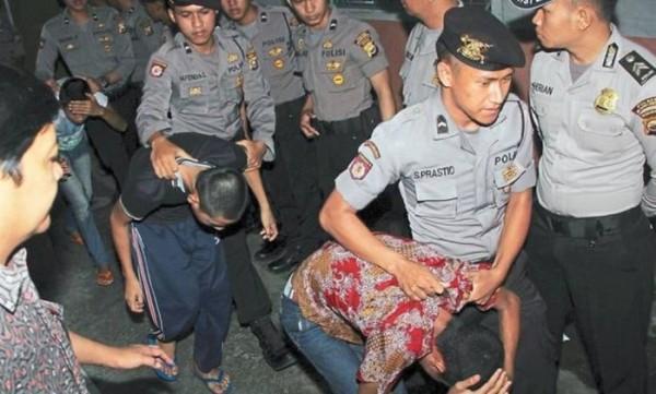 Adolescentes são presos por estupro de menor na Indonésia – AFP.