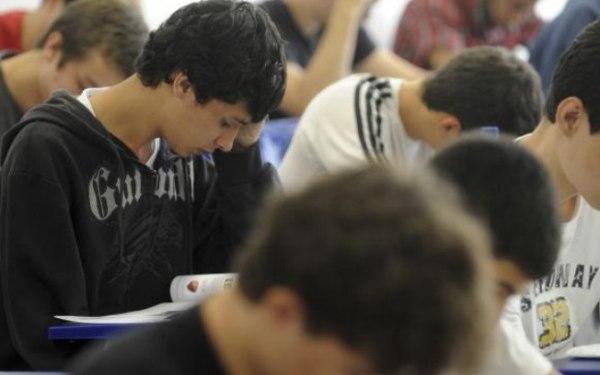 Pelo ProUni, os estudantes concorrem a uma bolsa em instituições privadas de ensino superior.