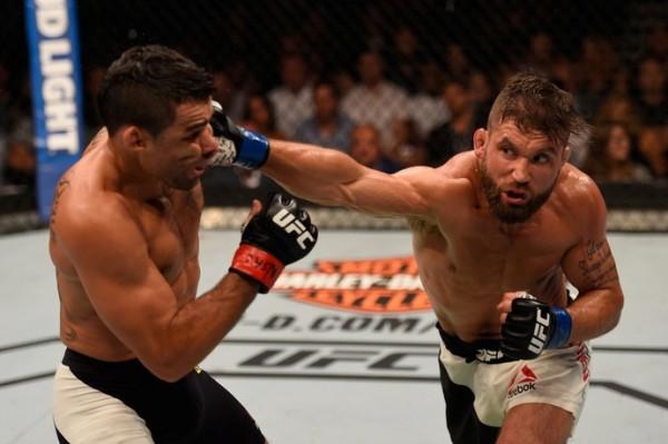 Na estreia no peso-pena do UFC, Renan Barão perde por pontos para Stephens