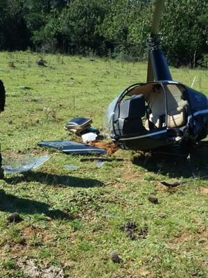 Helicóptero cai em área privada de Viamão e duas pessoas ficam feridas