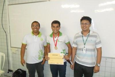 Aluno do Campus Currais Novos recebe medalha de ouro da OBFEP