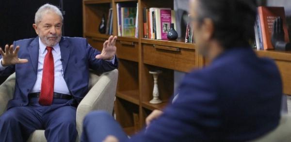 """Eu vi tudo ruir"", diz Lula sobre afastamento de Dilma"