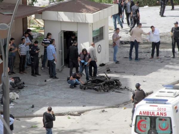 Atentado suicida na Turquia mata dois policiais e deixa 22 feridos