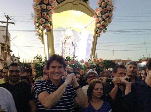 Governador Robinson participa da procissão em Santa Cruz