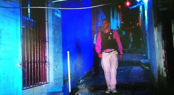 Secretário de Segurança do RN desceu as escadarias e caminhou entre becos e vielas da 'Favela do Japão', na Zona Oeste de Natal (Foto: Reprodução/Inter TV Cabugi)