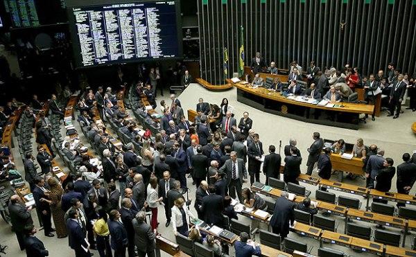 ASSIM É BOM: Câmara aprova pauta-bomba de R$ 58 bi em reajustes para Judiciário, Legislativo, MP e funcionalismo federal