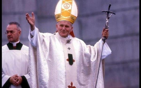 Relíquia do papa João Paulo II é roubada de catedral na Alemanha