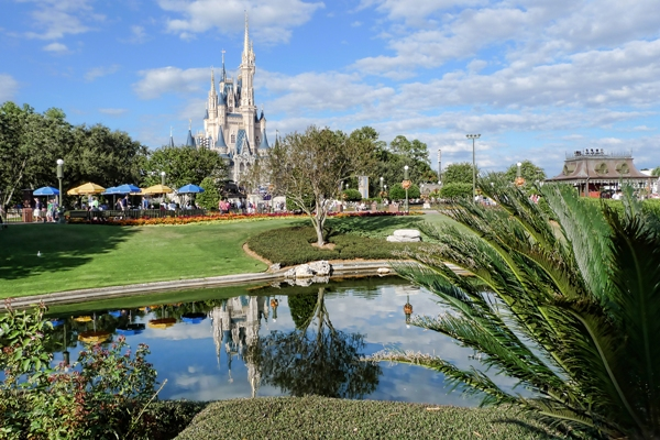 Criança desaparece em lago da Disney após ser arrastada por jacaré