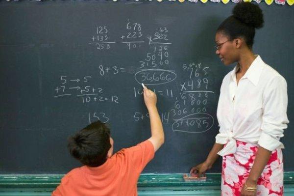Por que o salário dos professores brasileiros ainda é tão baixo?