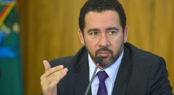 Ministro interino diz que não haverá concursos públicos até 2018