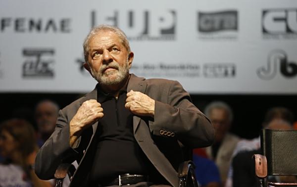 'Coxinhas agora estão com vergonha', diz Lula em ato pró-Dilma no Rio