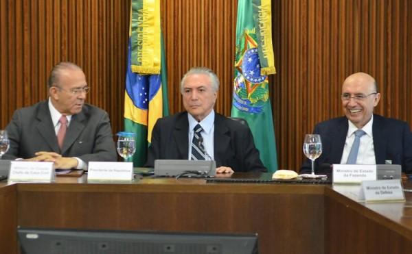 Em meio à crise política, Temer reúne governadores nesta segunda em Brasília