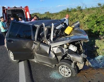Sete pessoas mortas em acidente entre dois veículos no Sertão da Paraíba