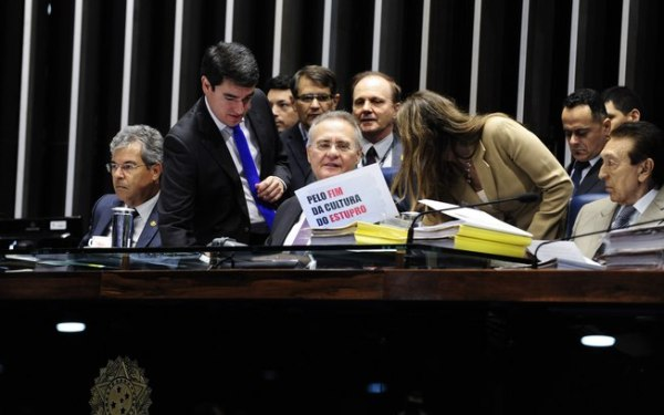 Senado aprova pena de até 30 anos para crime de estupro coletivo