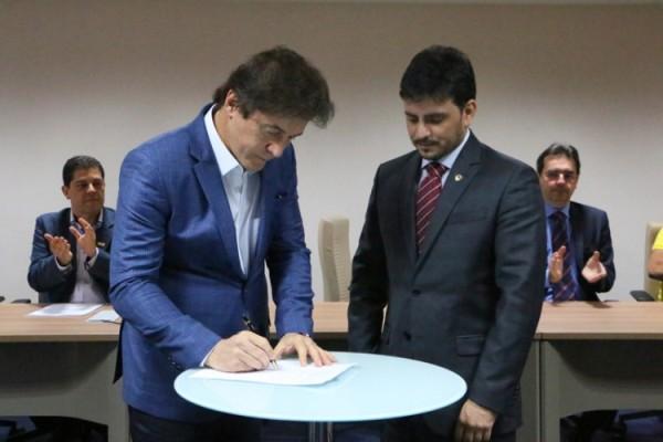 Governador sanciona lei que institui selo fiscal para vasilhames de água mineral