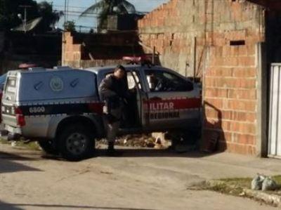 Viatura da PM bate em muro durante perseguição a suspeitos na Paraíba