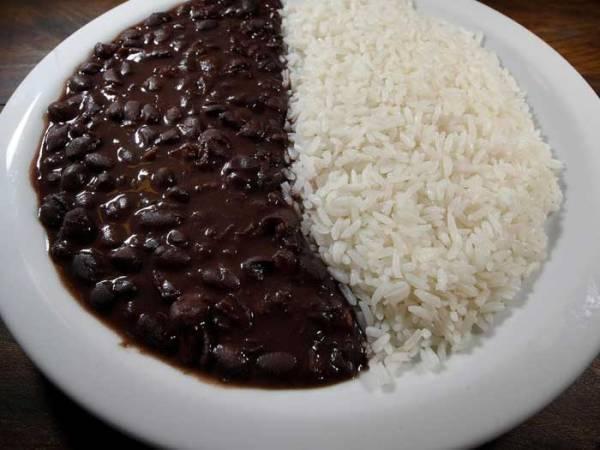 Prévia da inflação acelera em julho com 'feijão com arroz' mais caro
