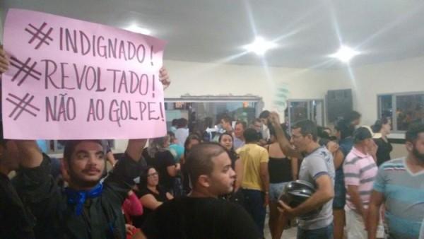 População lota sessão e barra aumento salarial de vereadores de Lagoa Salgada