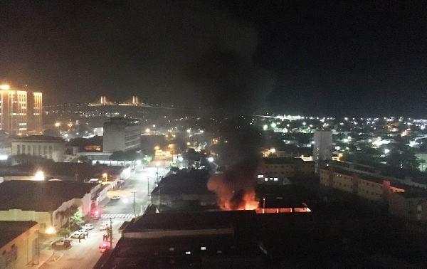 Ainda não se tem informações se o incêndio tem relações com a onda de ataques.