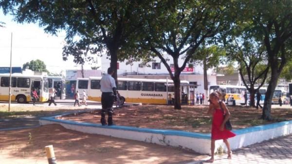 Imagem mostra ônibus parados na altura do Baldo.
