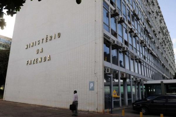 Ministério da Saúde exonera 73 cargos comissionados