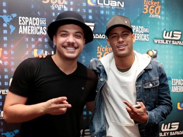 Neymar curte show de Wesley Safadão