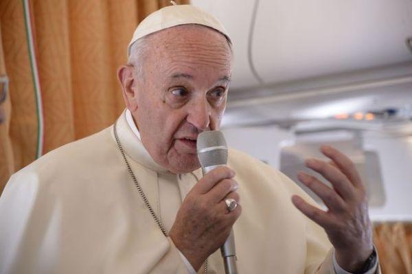 Papa Francisco afirma que ataques mostram que 'mundo está em guerra'